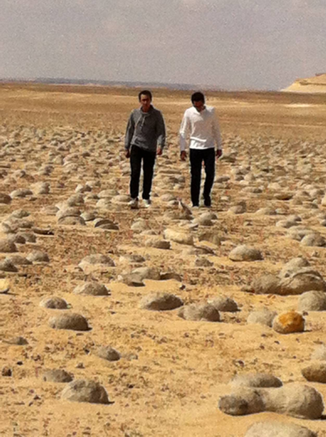 walking through western desert:valley of water melons_1